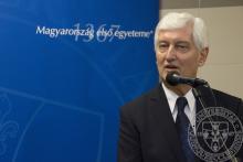 Prof. Dr. Bódis József, a PTE rektora ünnepi köszöntőt mond