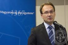Dr. Hoppál Péter, országgyűlési képviselő ünnepi beszédet mond