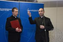 Dr. Udvardy György, megyéspüspök megáldja az új intézetet