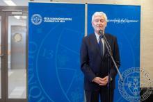 Köszöntőt mond Prof. Dr. Bódis József, a Pécsi Tudományegyetem rektora