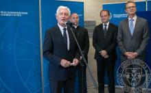 Balról jobbra: Prof. Dr. Bódis József a PTE rektor, Udvardy György megyéspüspök, Hoppál Péter kultúráért felelős államtitkár, a kerület országgyűlési képviselője és Rétvári Bence, az Emberi Erőforrások Minisztériumának miniszterhelyettese látható
