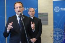 Köszöntő beszédet mond Hoppál Péter kultúráért felelős államtitkár